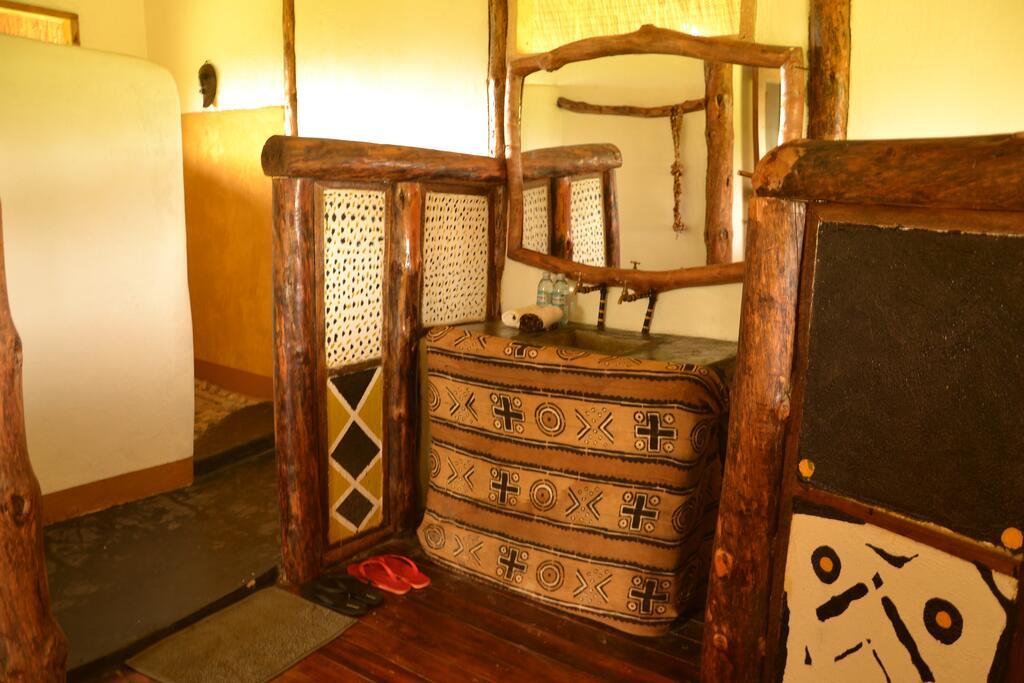 Ishasha Wilderness Camp Topi Lodge room 3